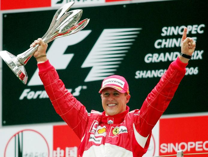 Archiefbeeld: Schumacher viert in 2006 zijn overwinning tijdens de Grand Prix van China.