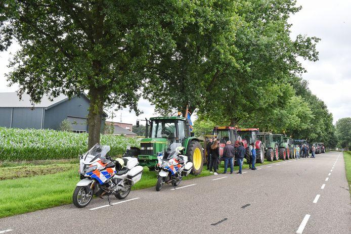 Boeren verzamelden zich om samen naar Tilburg te rijden.