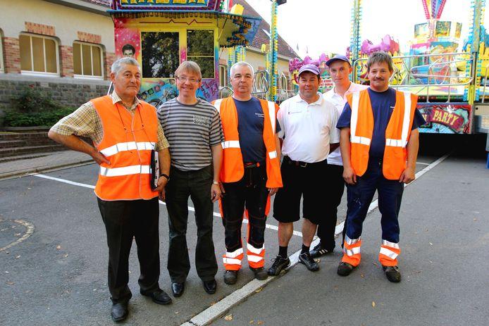 Jacky Delcour (links) net voor de start van Kermis Opperstraat in 2011.