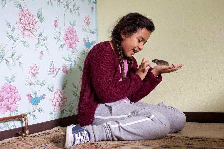 Als Meral een muis meeneemt op schoolreis telt ze ineens mee Beeld -
