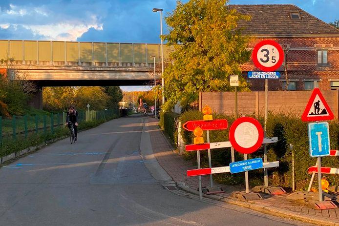 De Loskadestraat in Erpe wordt enkele rijrichting naar de Oudenaardsesteenweg toe.