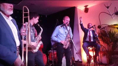 Diehards verzamelen zich in Hotel Keyser voor jamsessies: 'Spannender dan een gewone show'