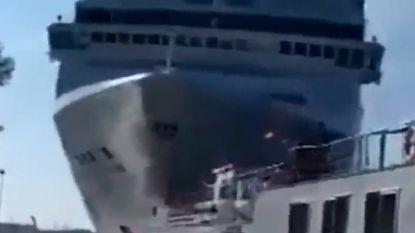 Cruiseschip botst tegen toeristenboot in Venetië