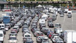Bloedhete 'zwarte zaterdag' op Europese wegen: met deze tips overleef je de lange autorit