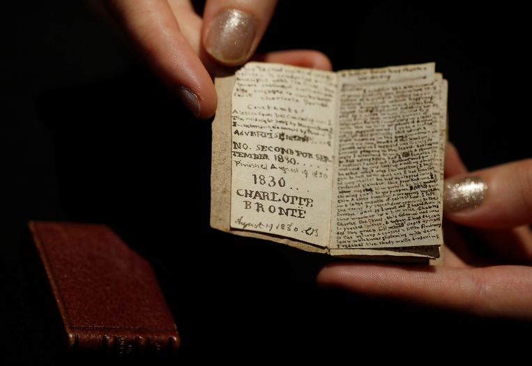 Het miniatuuremanuscript uit 1830, geschreven door een 14-jarige Charlotte Brontë. Beeld null
