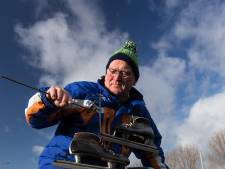 IJsclub Leimuiden druk bezig met gereedmaken ijsbaan