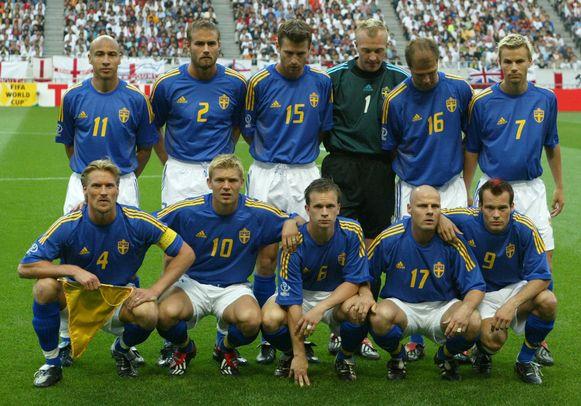Magnus Hedman maakte deel uit van de Zweedse ploeg met verder ook onder meer sterspelers Henke Larsson (linksboven) en Freddy Ljungberg (rechtsonder).