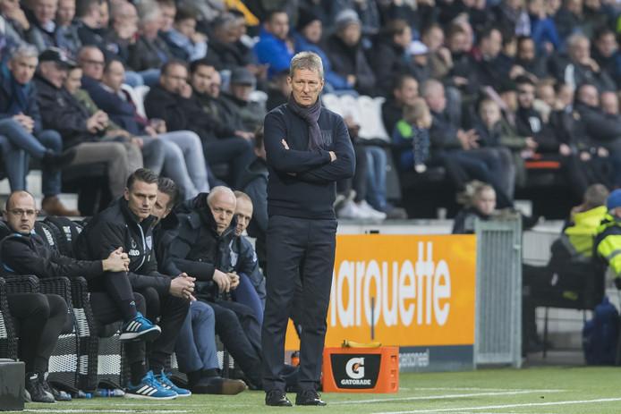 Heracles-trainer Frank Wormuth kijkt in de aanloop naar het duel van zaterdag ongetwijfeld met interesse naar de duels Heracles-Feyenoord en Feyenoord-PSV.