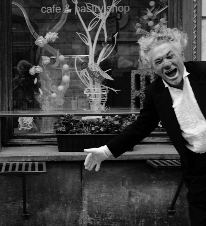 Op donderdag 5 juli is tijdens de opening van de 22e editie van het festival 'Deventer Op Stelten' de jaarlijkse Award uitgereikt aan de Franse theatermaker Pat Belland.  De Award is hem uitgereikt door Hein te Riele, directeur van het Evenementenbureau VVV Deventer.