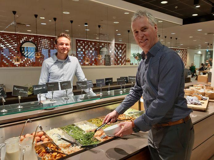 Yannick Kampschoer en Hans Krijgsman in restaurant van MST.