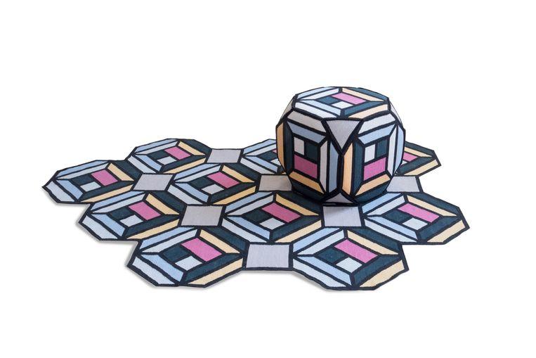 Ontwerpduo Front bedacht een serie kubistische vloerkleden voor het Spaanse Gan Rugs. Tapijt 'Tetragon' vanaf € 830. gan-rugs.com Beeld