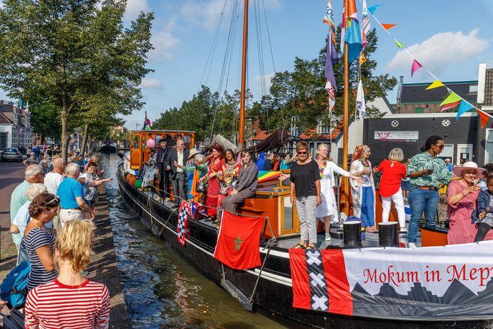Mokum in Meppel, met Amsterdamse muziek en een botenparade, maakt steevast deel uit van het programma van Donderdag MeppelDag.