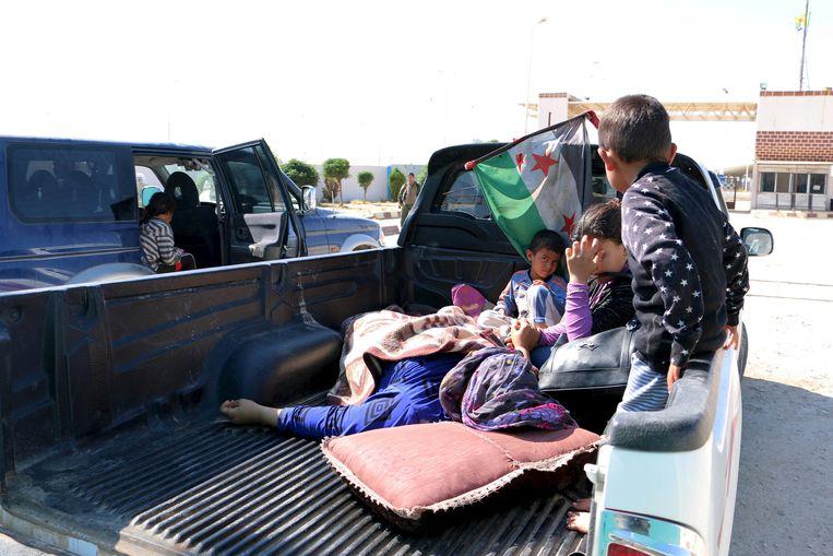 Gewonden uit Kobani arriveren in Turkije voor medische behandeling. Beeld reuters