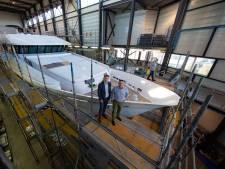 Bij deze scheepswerf op Urk vliegen de luxe miljoenenjachten de deur uit