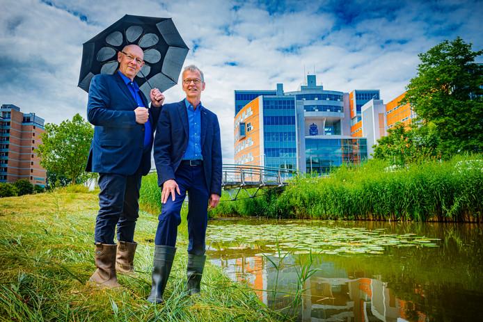 Sjaak Langeslag en Marco Kastelein van het Hoogheemraadschap van Rijnland.