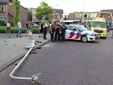 Bestuurder onder invloed rijdt lantaarnpaal omver in Barneveld