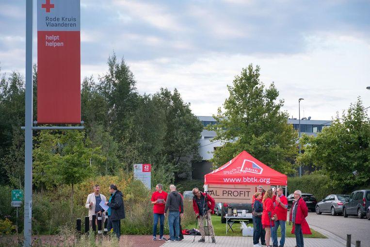 Aan de hoofdzetel van het Rode Kruis in Mechelen hield de vakbond BBTK een actie uit solidariteit met de vakbondsafgevaardigde.
