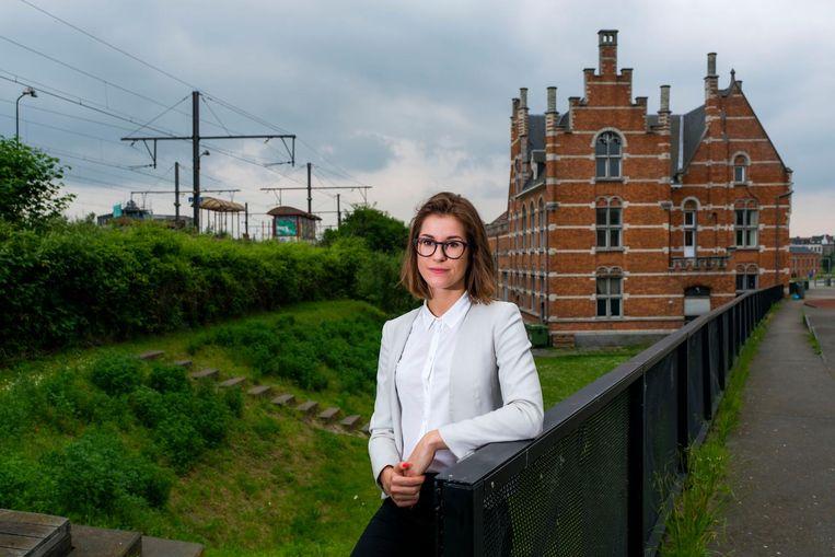 Stefanie Verhoeven aan station Damplein.