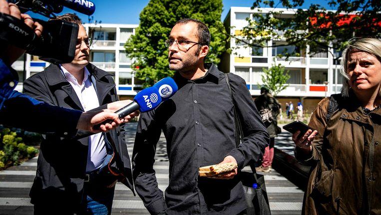 Rogier Meijerink van #Geen4MeiVoorMij komt aan bij de rechtbank Beeld anp