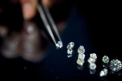 Alleen diamant ontsnapt aan verbod op handel in cash