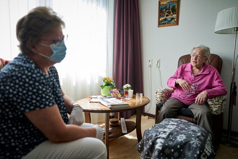 Verpleeghuizen Wachten Niet Langer En Verplichten Mondkapjes Op Eigen Houtje Trouw