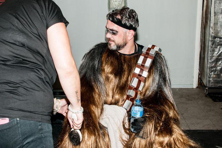 Chewbacca heeft een drinkpauze. Beeld null