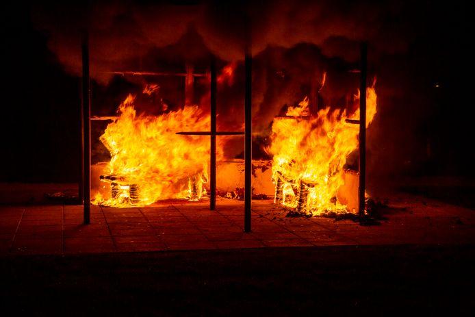 Een kiosk aan de Flaneerdijk stond woensdagnacht in brand.