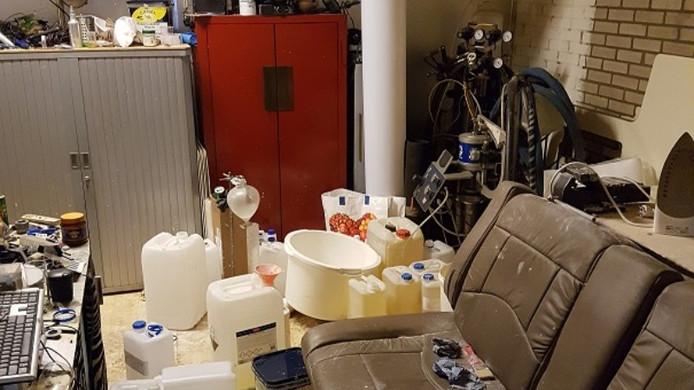 Het drugslab in een garagebox aan de Bleekvelden, waar de overleden 'Peer' niet alleen werkte, maar ook woonde.