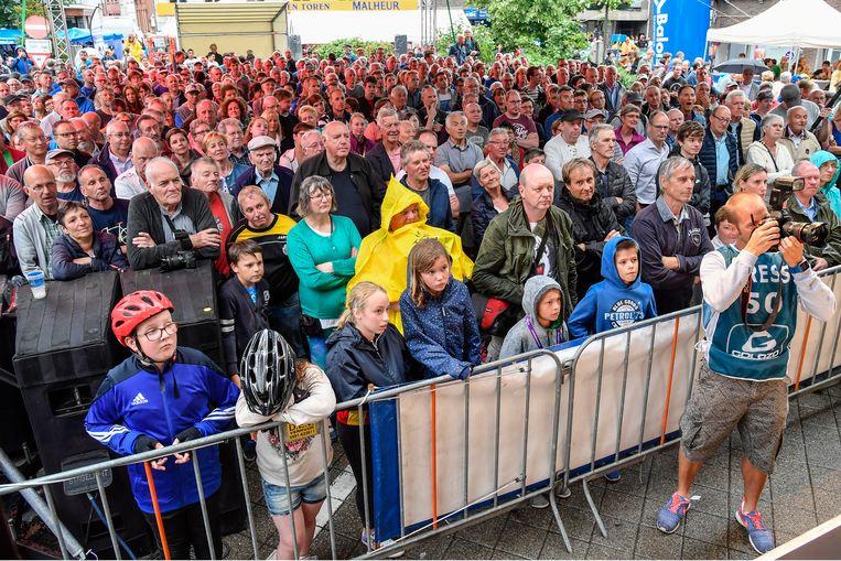 Het Kerkplein liep in mei vol met toeschouwers voor de Ronde van België.