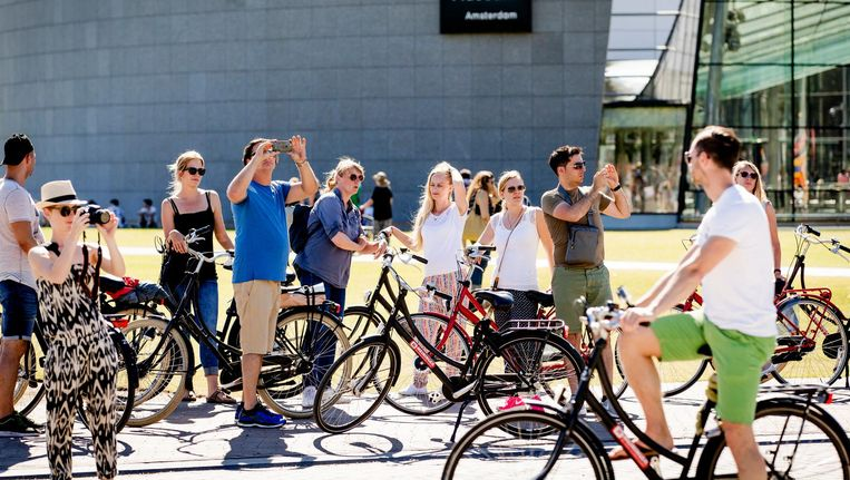 De negatieve gevolgen van het toerisme in Amsterdam worden steeds weer breed uitgemeten Beeld anp