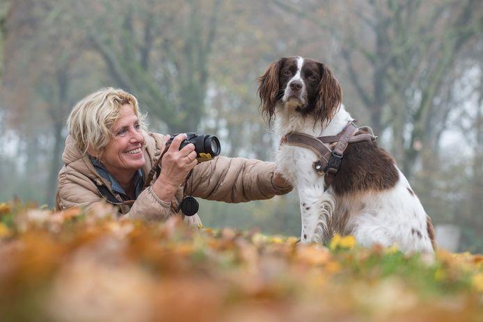 Hobbyfotograaf Marion Bieszke met haar hond Jeske.