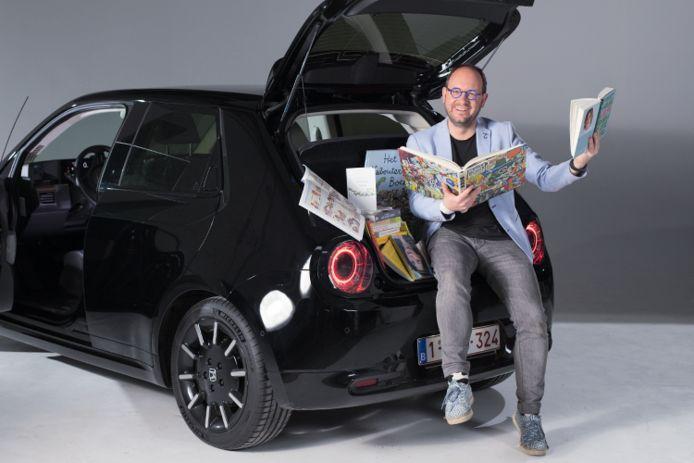 Geert Faes doet het niet slecht als fotomodel voor de Honda e.