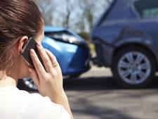Automobilist (60) botst met splinternieuwe auto achterop zijn voorganger