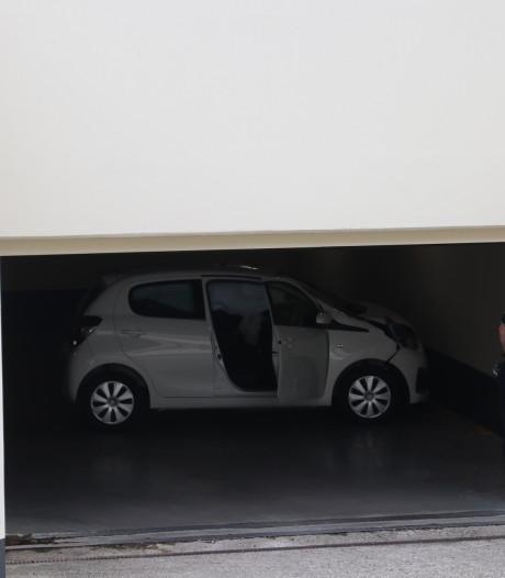 Gemist? Duizend euro voor thuiswerkende ambtenaren, vrouw klem in parkeergarage Apeldoorn