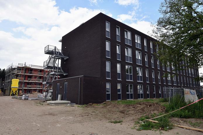 Foto van het Polenhotel aan de Gastelseweg op Borchwerf (augustus 2018), toen nog in aanbouw.