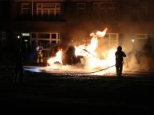 Meerdere autobranden in Den Haag en Voorburg: Vlammen slaan uit Mercedes