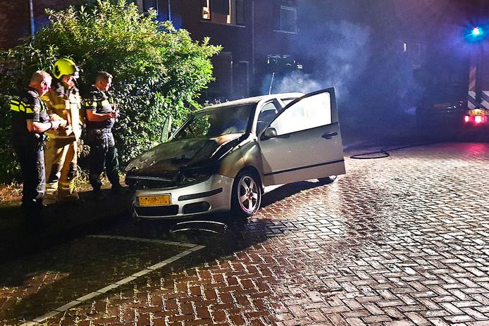 De hulpdiensten werden rond 01.15 uur gealarmeerd vanwege de autobrand aan de Orionstraat.