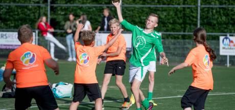 Hellendoorns schoolkorfbal op half veld