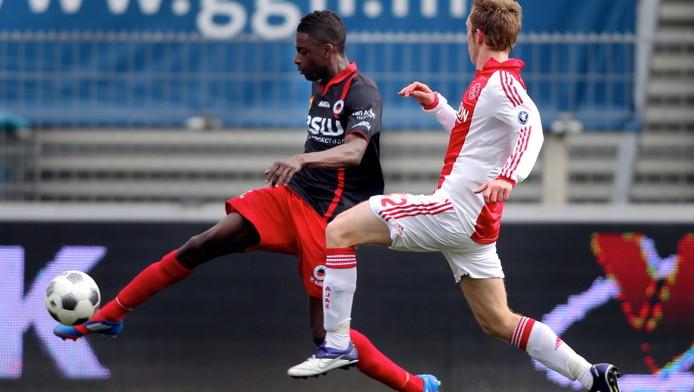 Darren Maatsen aan de bal tegen Ajax.