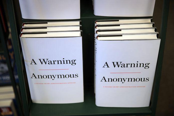 Het boek 'A Warning', ('Een Waarschuwing') van Miles Taylor, dat anoniem werd gepubliceerd.