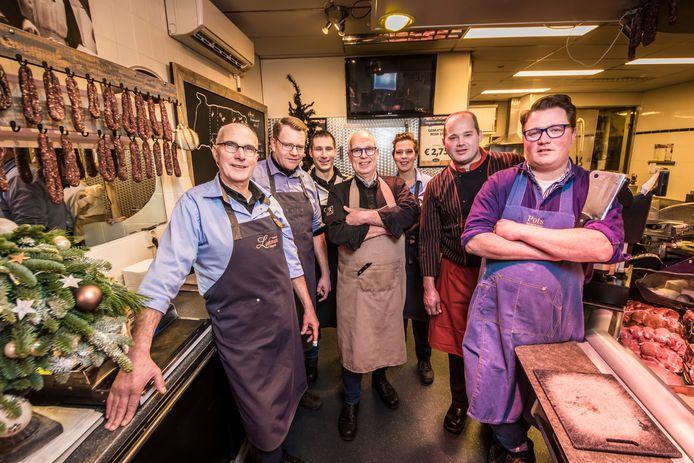 Slagers komen op tegen het negatieve imago van de vleessector. Initiatiefnemer Jos Lohman met Marc Koekenberg, Mark Wagelaar, Herman Huuskes, Monique Lohman, Ivo Busschers en, Thijs Pots (vlnr).