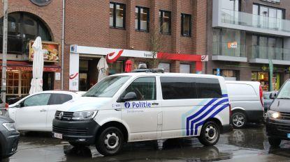 Man maakt al twee dagen op rij amok in postkantoor en beweert slachtoffer te zijn wanneer politie arriveert