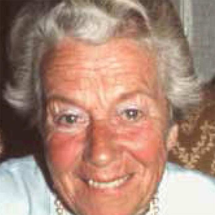 De alleenstaande 75-jarige mevrouw Hanegraaff bezoekt graag dansavonden en is altijd in voor een praatje. Op 17 maart 1996 wordt ze dood aangetroffen in haar woning in de Ahornstraat in Den Haag aangetroffen. Vermoedelijk is ze enkele dagen daarvoor om het leven gebracht.