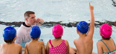 Water van zwembad Jaspers nog te koud voor zwemlessen kinderen
