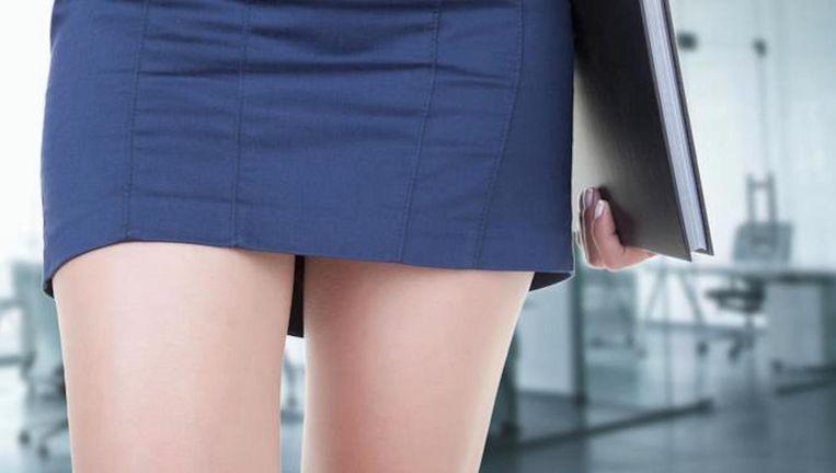 Dertien procent - zowel mannen als vrouwen - vindt dat een meisje in een kort rokje niet moet zeuren als ze wordt lastiggevallen. Beeld Getty Images