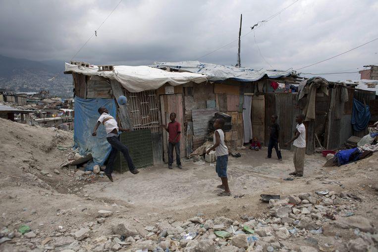 Sloppenwijk bij de Haïtiaanse hoofdstad Port-au-Prince in 2011, toen de misstanden bij Oxfam plaatsvonden. Beeld EPA