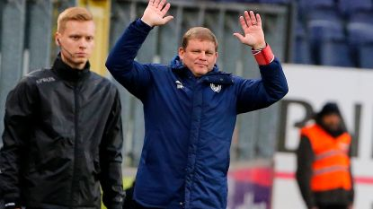 """FT België (24/11). Vanhaezebrouck: """"Pro League moet ingrijpen voor veld STVV"""" - Smith en Odjidja zijn speelklaar bij AA Gent"""