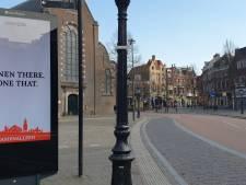 'Wees geen dakhoas, maar een thuisbaas' deze Utrechters bedachten de quotes die (hopelijk) de lege stad sieren