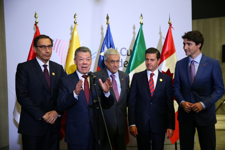 (v.l.n.r.) Peruviaans president Martin Vizcarra, Colombiaans president Juan Manuel Santos, Chileens president Sebastian Pinera, Mexicaans president Enrique Pena Nieto and Canadees president Justin Trudeau tijdens de Top in Lima in Peru.