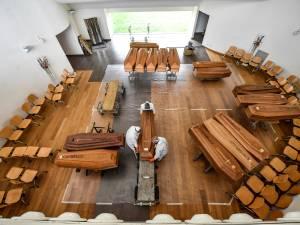 De nouvelles images douloureuses venues de Bergame: les cercueils stockés dans les églises
